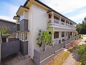 Rental Yield Brisbane 2 bed unit property investment shebuilds